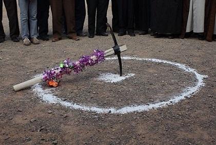 کلنگ ساخت مدرسه ۱۲ کلاسه با مشارکت حضرت آیتالله فاضل لنکرانی در نورآباد به زمین زده شد