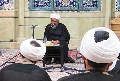 مهمترین، مؤثرترین و نافذترین عامل تهذیب نفس، انس با قرآن است