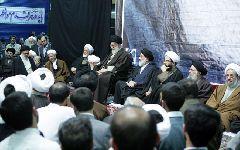 حضور  معظم له در مراسم چهاردهمین سالگرد رحلت حاج سید احمد خمینی